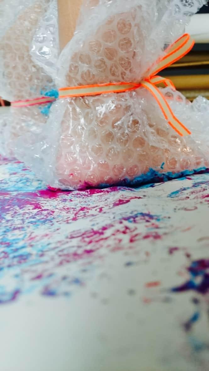 Geschenkpapier-Knisterfolie-DIY-Kinder-Basteln-HalloBloggi