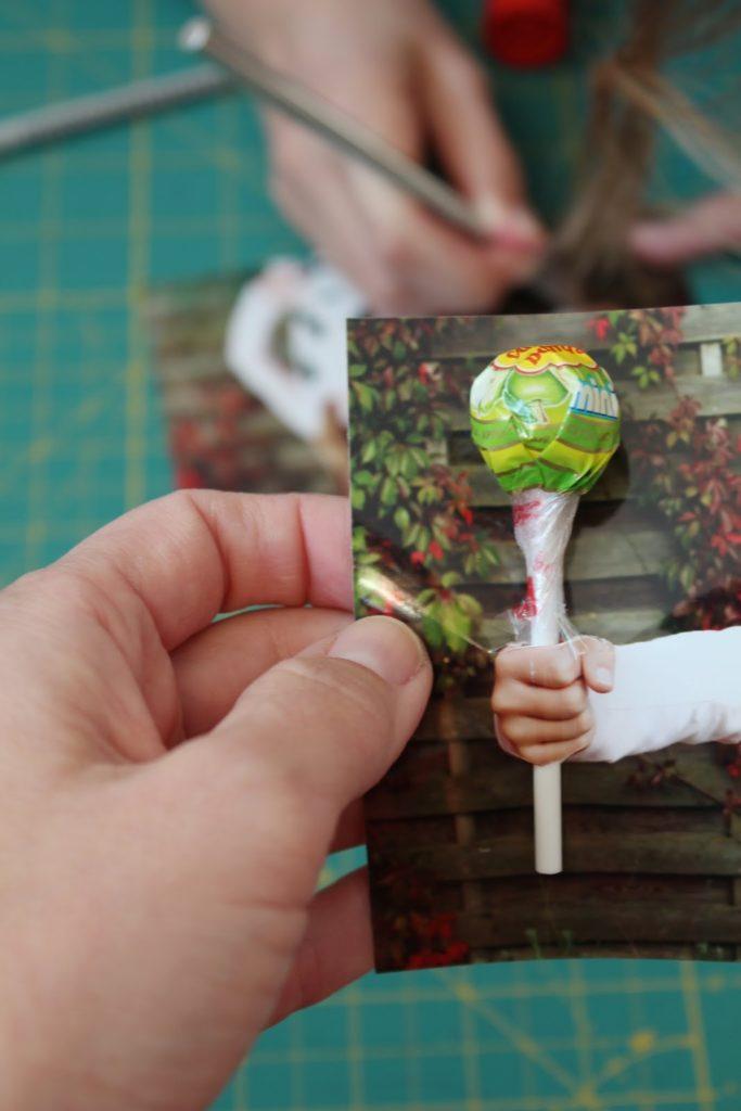 Kindergeburtstagseinladung mit Lolli echtem Lolli versehen