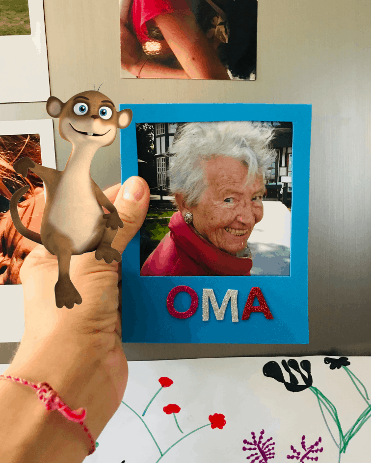Bilderrahmen aus Moosgummi selbstgemacht mit Bloggi und Foto von Oma